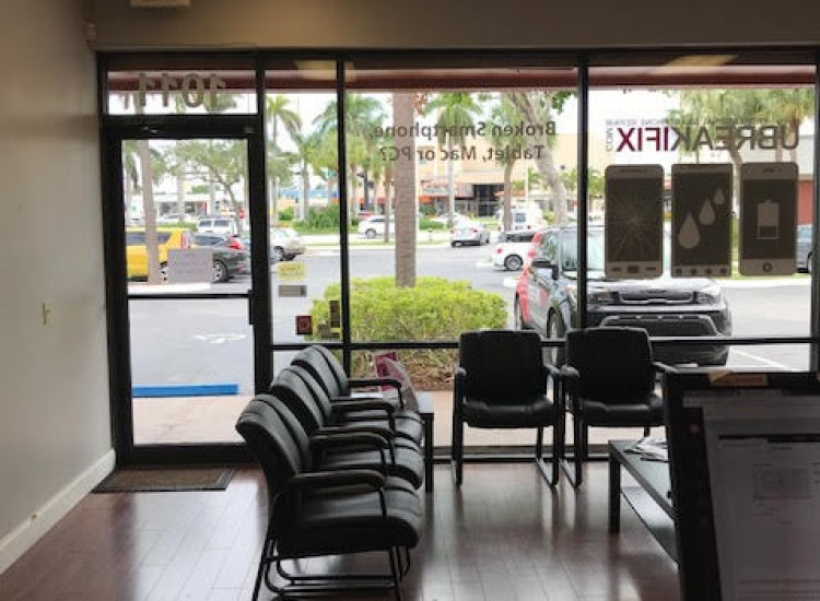 uBreakiFix Fort Lauderdale Store Photo 5