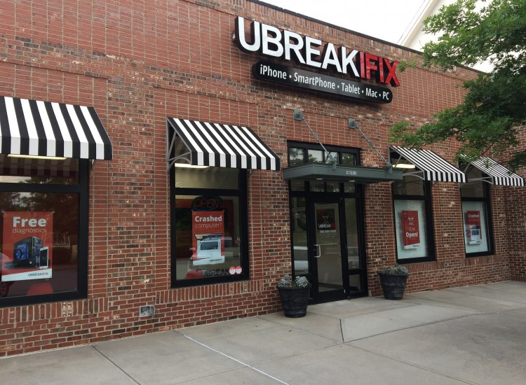 uBreakiFix Huntersville Store Photo 2