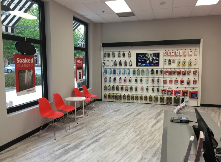 uBreakiFix Huntersville Store Photo 3