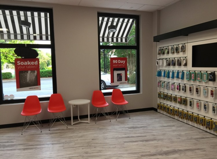 uBreakiFix Huntersville Store Photo 5
