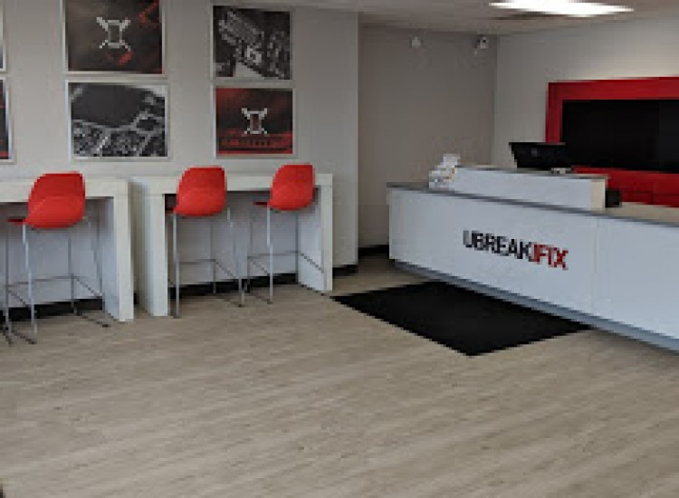 uBreakiFix Muncie Store Photo 5