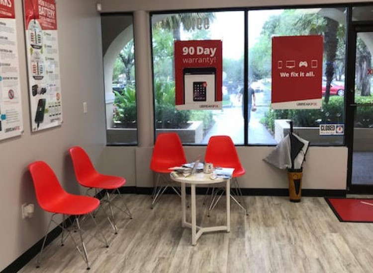UBreakiFix Palm Beach Gardens Store Photo 4