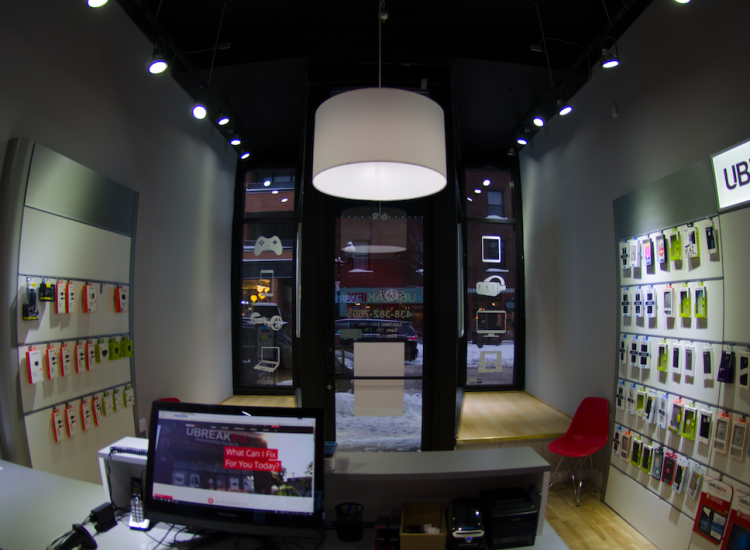 uBreakiFix Plateau Store Photo 3