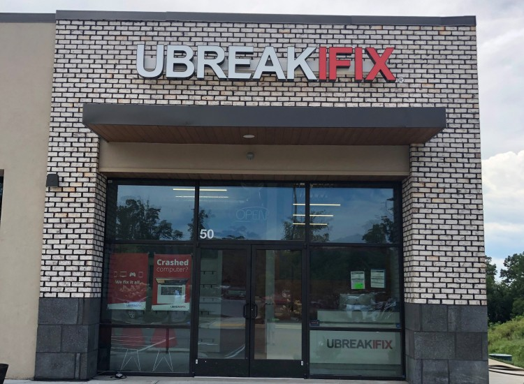 uBreakiFix South Asheville Store Photo 4